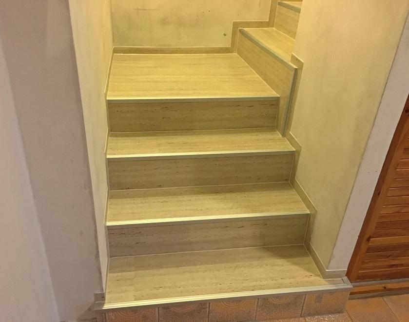 Lepení vinylové krytiny na schody